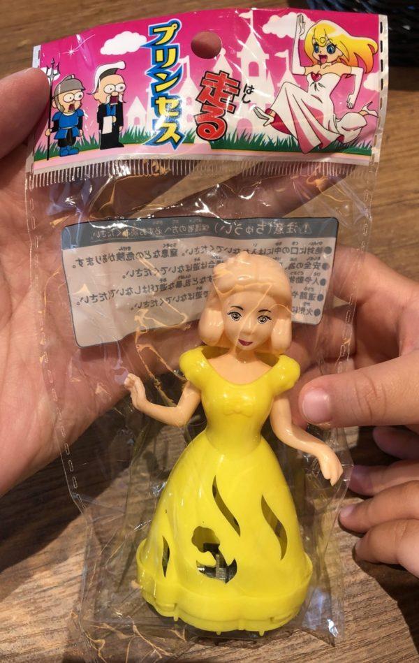 プレゼントの人形