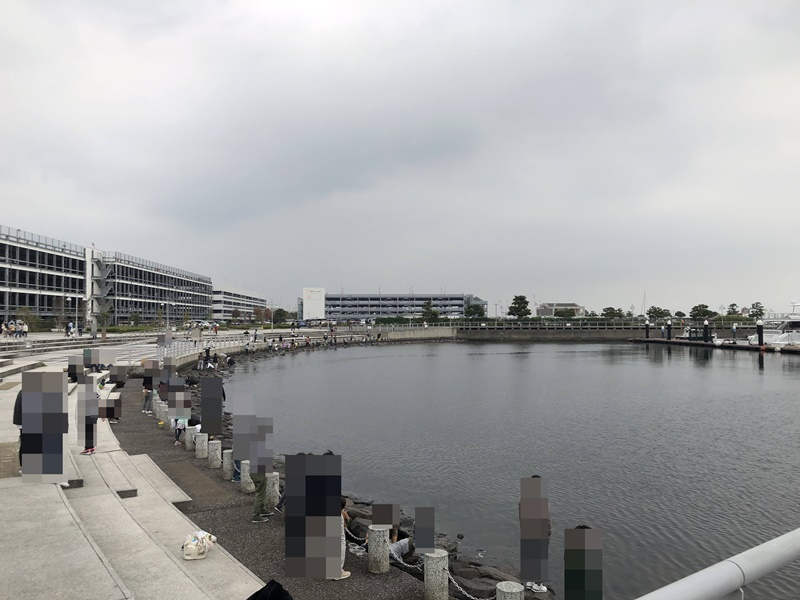 ユニクロパーク前の海