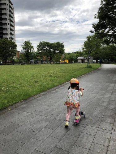 初めての3歳の子供用キックボード選び!買う前に知りたかったメリット・デメリット!