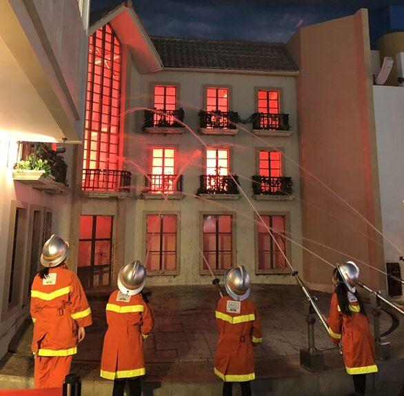 消防隊員体験コーナー