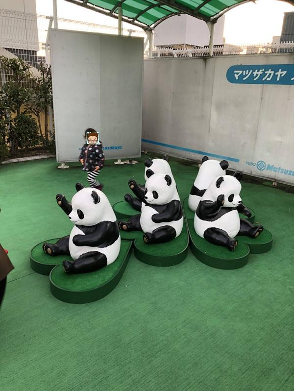 ステージ上のパンダ