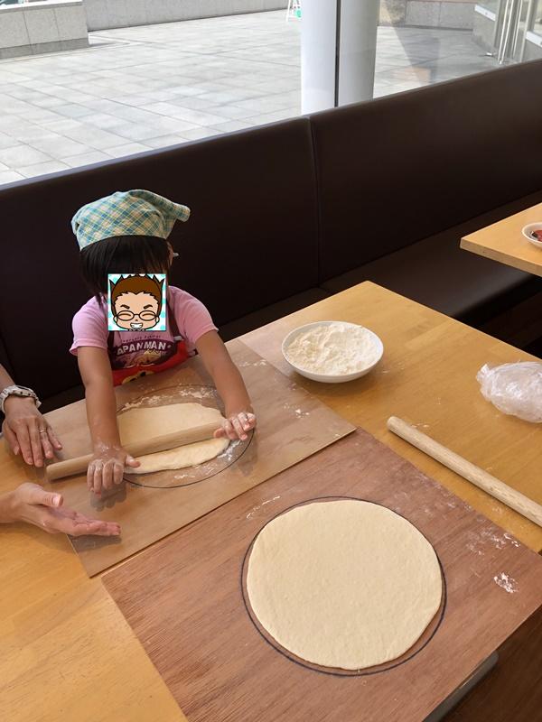 カプリチョーザピザ作り体験